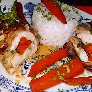 Kuřecí prsa plněná glazovanou mrkví ve slaninovém kabátku recept ...