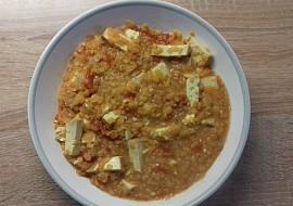 Červená čočka s uzeným tofu a rajčaty recept