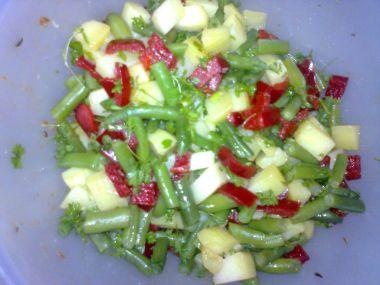 Salát se zelenými fazolkami a bramborami