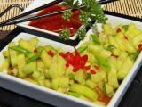 Sladkokyselý pikantní okurkový salát recept