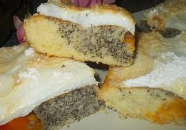 Bublanina s meruňkami, mákem a sněhovou čepicí recept ...