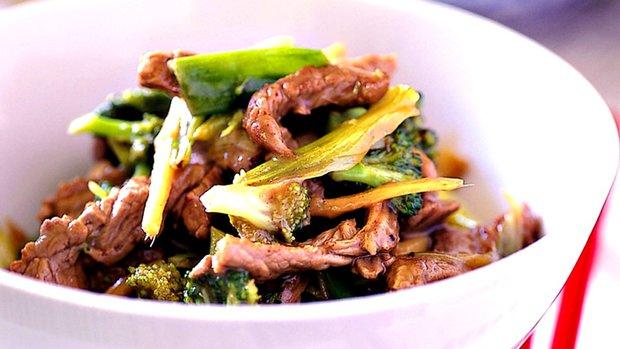 Hovězí nudličky s brokolicí