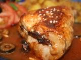Plněné kotlety v červené omáčce s cibulovými brambory recept ...