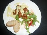 Kuřecí kousky s kari omáčkou a salátem recept