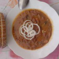 Horňácký guláš z uzeného s fazolemi recept