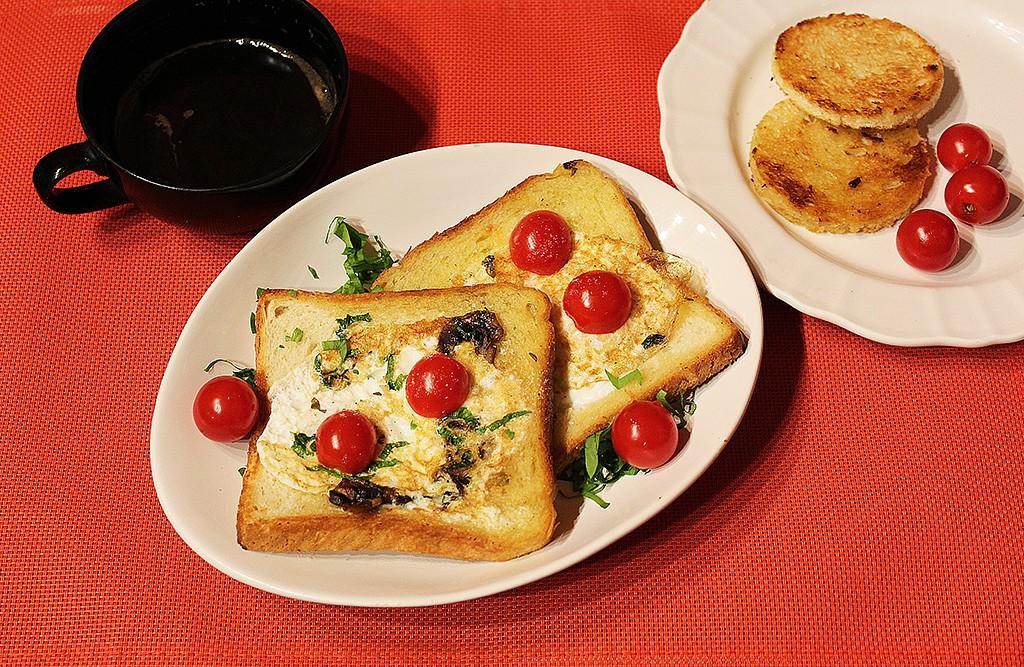 Děravý toast s vejcem a žampiony recept