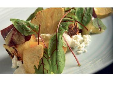Salát z červené řepy a ananasu