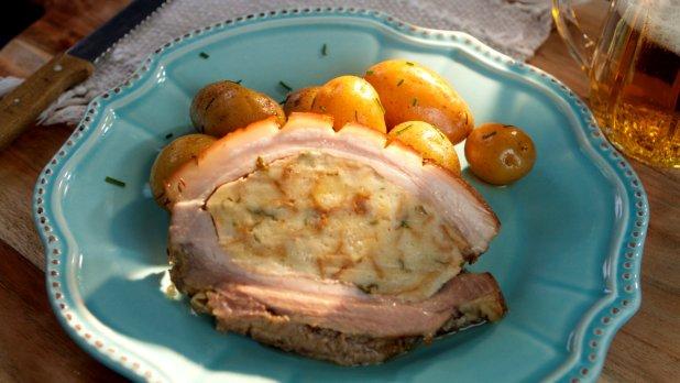 Nadívaný bůček a pažitkové brambory