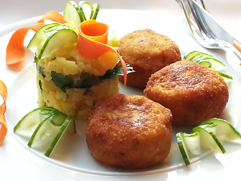 Smažené květákové kouličky s uzeným a sýrem recept  TopRecepty ...