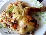 Pečené kuřecí stehno na cibuli se zeleninovou rýží recept ...