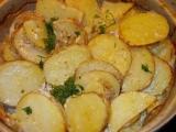 Nové brambory, zapečené v okořeněné zakysané smetaně recept ...