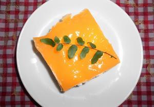 Piškot s meruňkami a želatinou