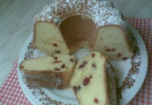 Bábovka s třešněmi a bílou čokoládou