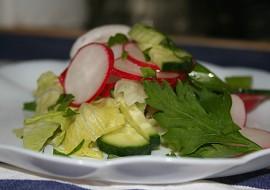 Jednoduchý salát s ředkvičkami a okurkou recept