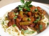 Fazole, fazolky a kuličky v rajčatové omáčce recept