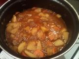 Hovězí guláš s mrkví a jablky recept