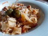 Těstoviny s cuketou, sušenými rajčaty a kapary recept
