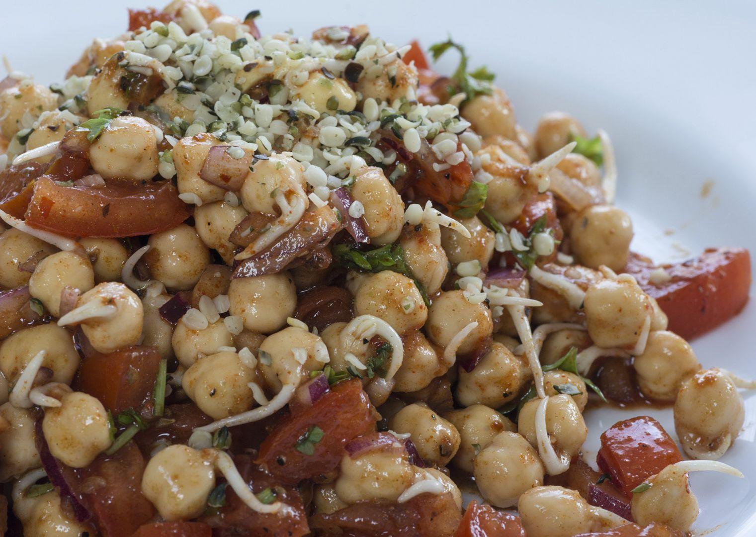 Cizrnový salát s příchutí Indie (RAW) recept