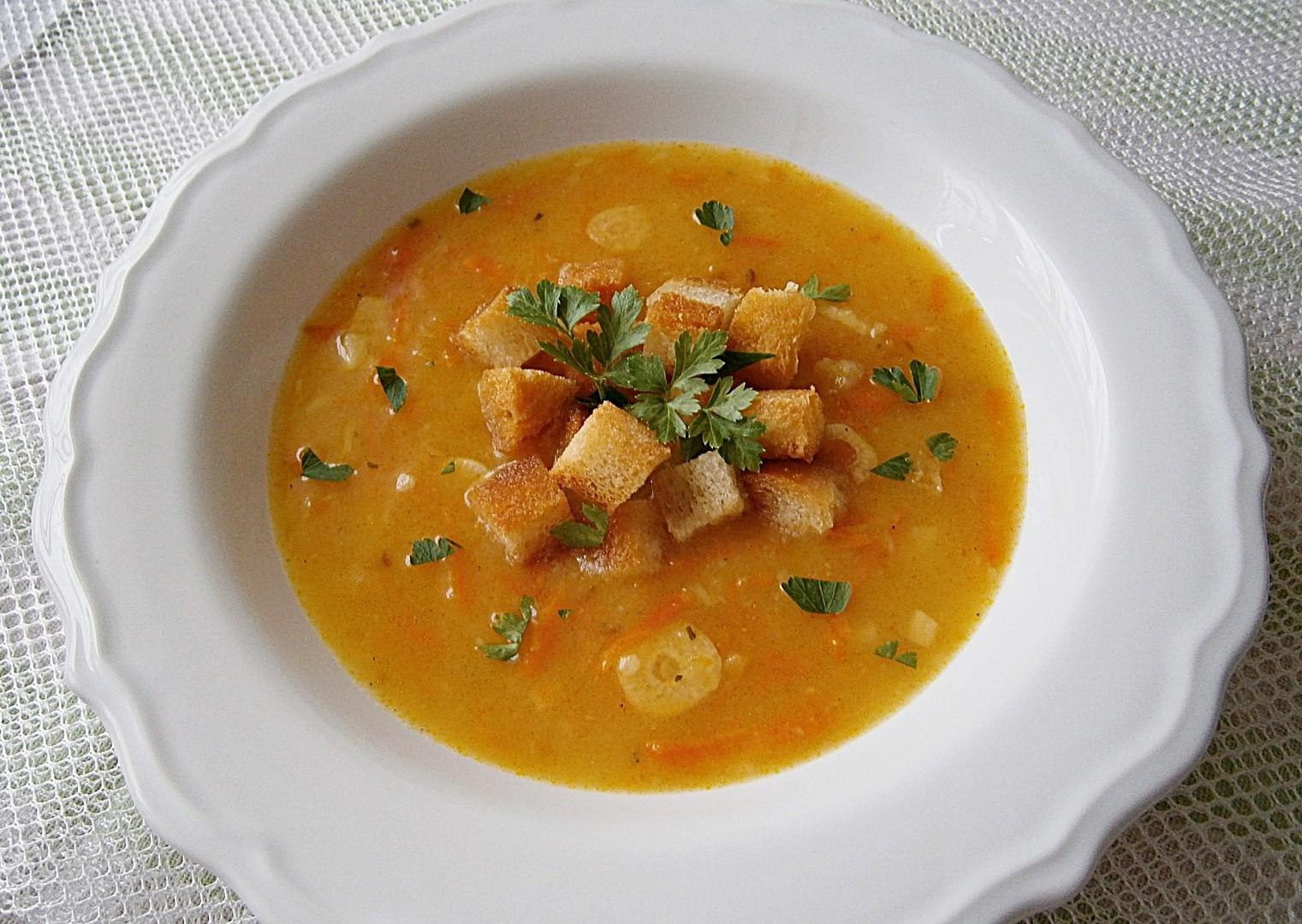 Mrkvová polévka s česnekovými krutonky recept