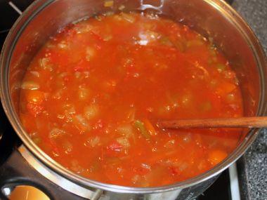 Čatní z rajčat, paprik, jablek a cukety