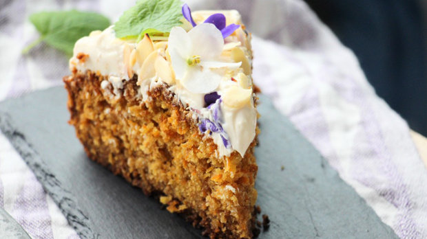 Mrkvovo-kokosový dort s tvarohovým krémem