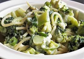 Špagety s brokolicí a nivou recept