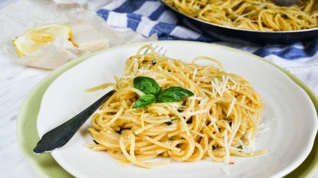 Špagety s pečeným česnekem a citronem