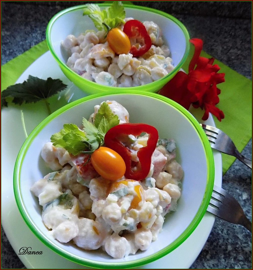 Bramborový salát s cizrnou, rajčaty a řapíkatým celerem recept ...