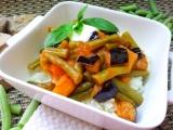 Fazolky s lilkem v rajčatové omáčce recept