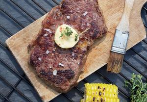 Steak z roštěnce s bylinkovým máslem