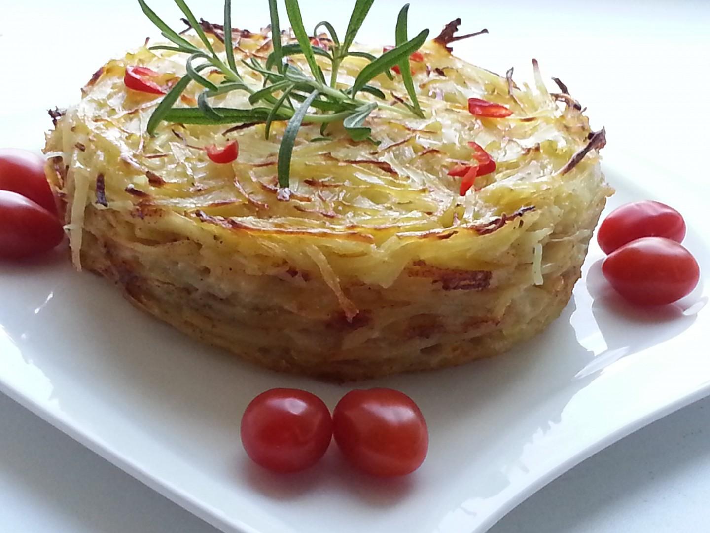 Gratinované bramborové nudličky s česnekem, rozmarýnem a ...