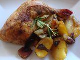 Kuře pečené na houbách, zelenině a bramborách recept ...
