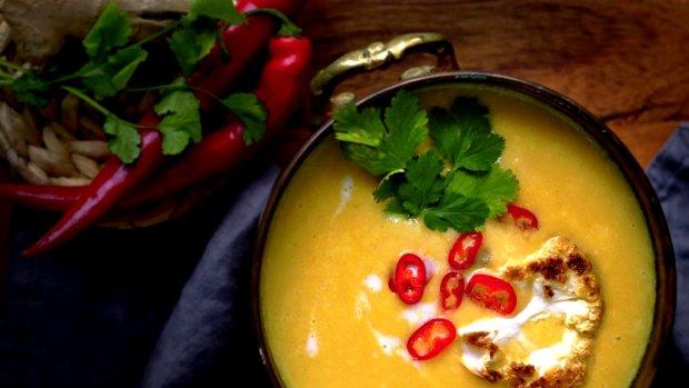 Exotická květáková polévka