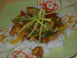 Čínský kuřecí salát s pikantní omáčkou recept