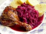Křehká kachna nadivoko s višňovým červeným zelím recept ...