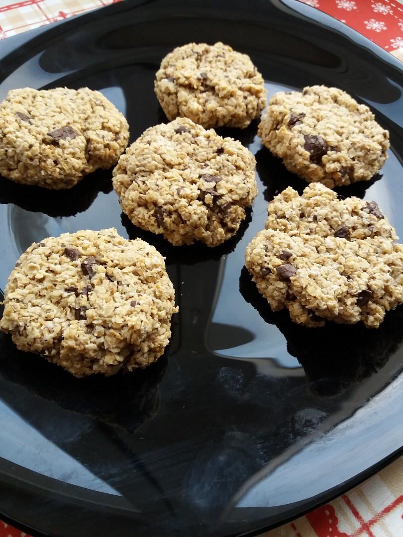 Veganské ''cookies'' kokosové sušenky z ovesných vloček s kousky ...