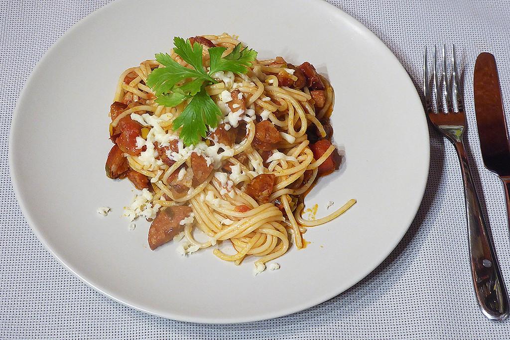 Rychlé špagety s rajčaty a mozzarellou recept