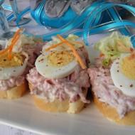 Pikantní česnekovo-salámové chuťovky recept