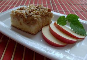 Řezy s jablky, ořechy a smetanou
