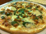 Pizza se smetanou, špenátem a kuřecím masem recept ...