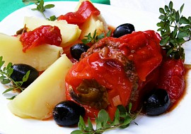 Plněný paprikový lusk na rajčatech s olivami a oreganem recept ...