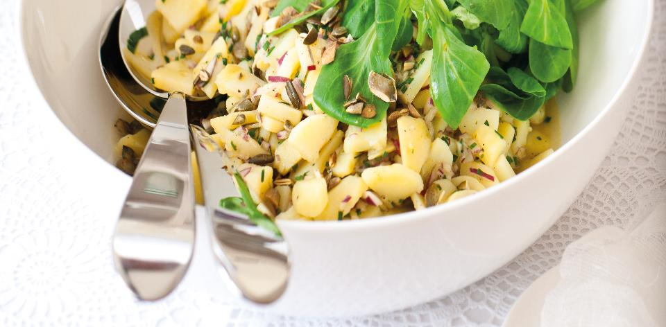Lehký bramborový salát s dýňovými semínky