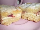 Sypaný koláč s tvarohem a jahodami recept