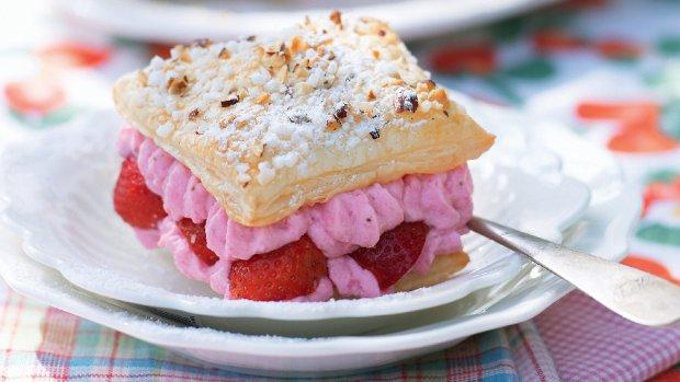 Lehký dezert s tvarohovým krémem a jahodami
