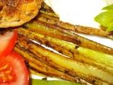 Pečený řapíkatý celer s kuřecím stehnem a sýrovou omáčkou recept ...