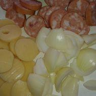 Špíz z buřtů, sýra a cibule recept