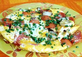 Omeleta se rajčetem a anglickou slaninou recept