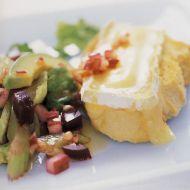 Grilovaný hermelín se salátem z červené řepy recept