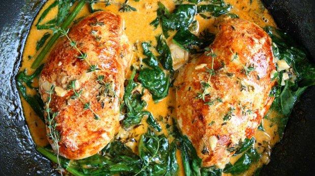 Paprikové kuře se špenátem s omáčkou z vína a másla