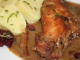 Špikovaná králičí stehna na tymiánu a brusinkách recept ...